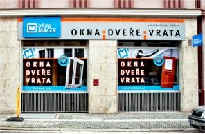 Vstup do pobočky Okna Macek Hradec Králové